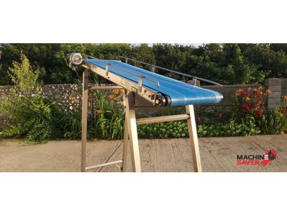 Conveior cu banda din poliuretan albastru – structura din otel inox, marca Viscon