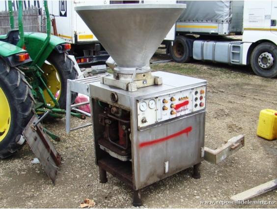 Șpriț industrial / mașină de umplut cu vacuum Handtmann VF 16/200 (nefuncțional)