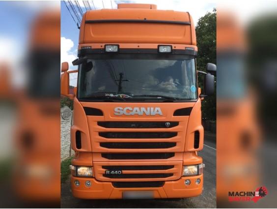 Autotractor cu semiremorcă prelată Scania R440 + Krone SD
