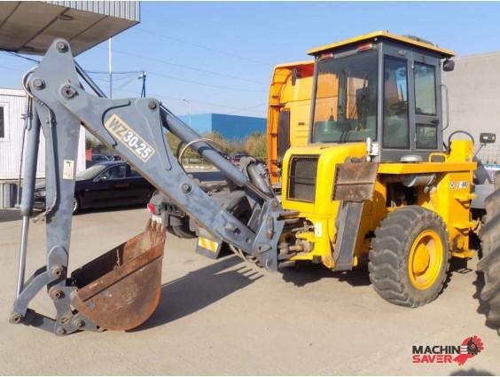 Buldoexcavator XCMG WZ 30-25 din 2011