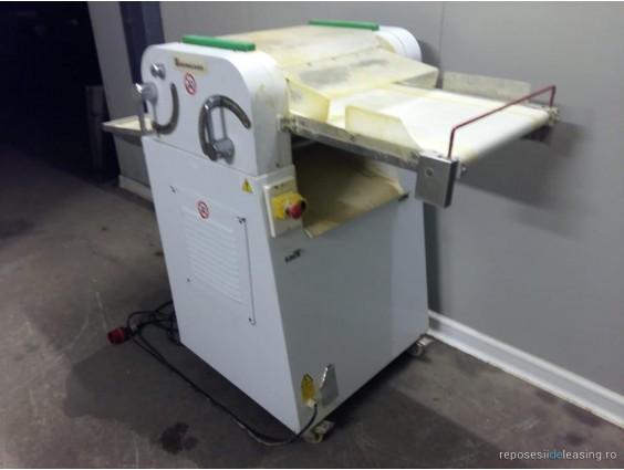 Mașină de modelat cornuri ESMACH FOR 3C din 2006