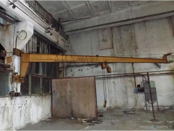 Macara pivotantă cu montare pe stâlp