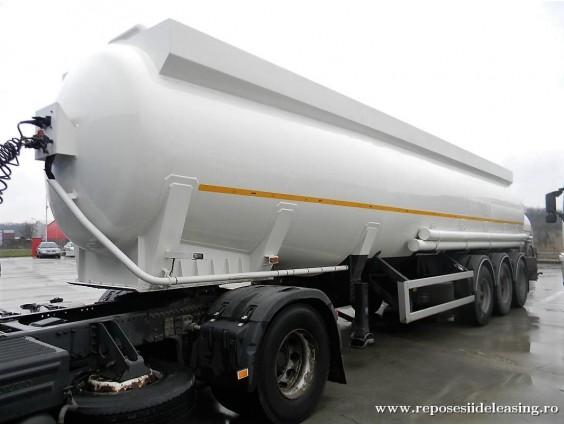 Semiremorcă cisternă pt. combustibil STOKOTA OP 38-3, CLASA DE ADR 3
